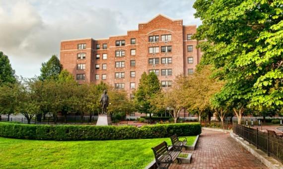 Appartment courtyard | Custom Carpet Centers